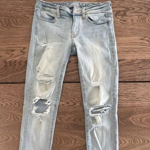Women's skinny and stretchy ripped jean jeggings